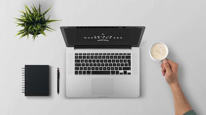 apple macbook çalışma masası