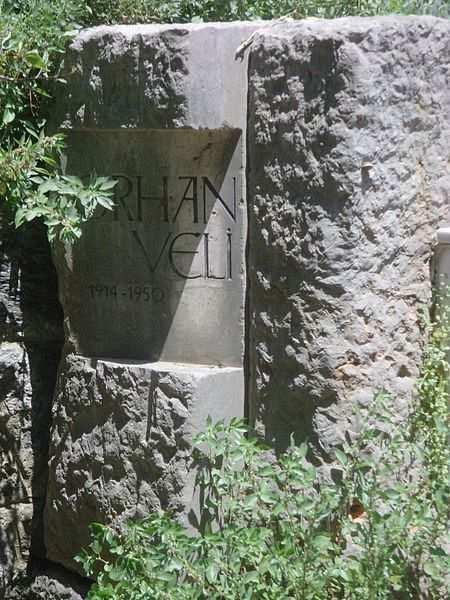 orhan velinin mezar taşı