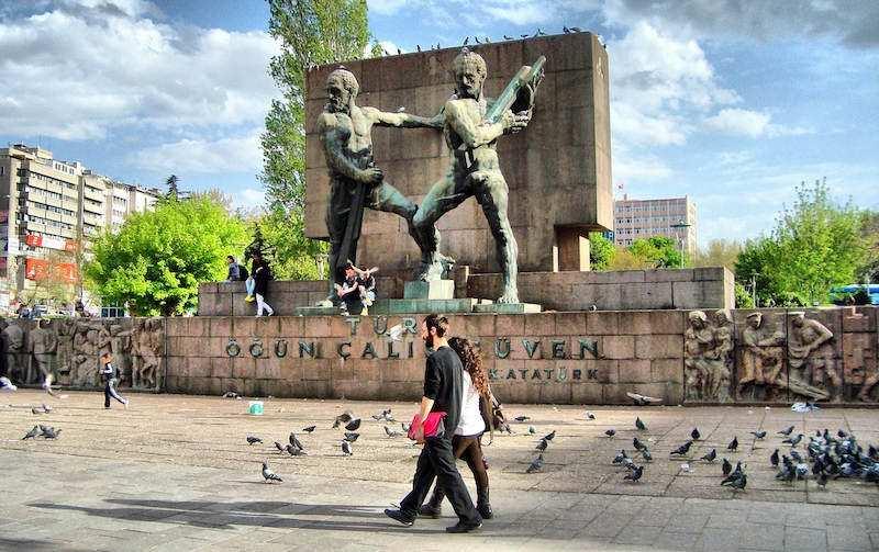 güvenpark ankara madenciler heykeli