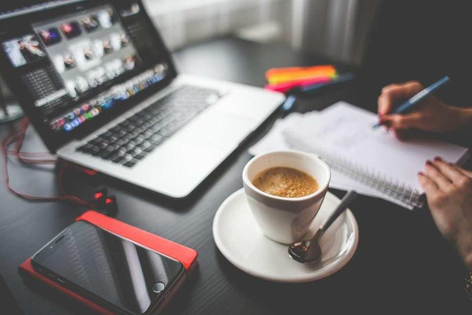 işe dönüş çalışma masası kahve