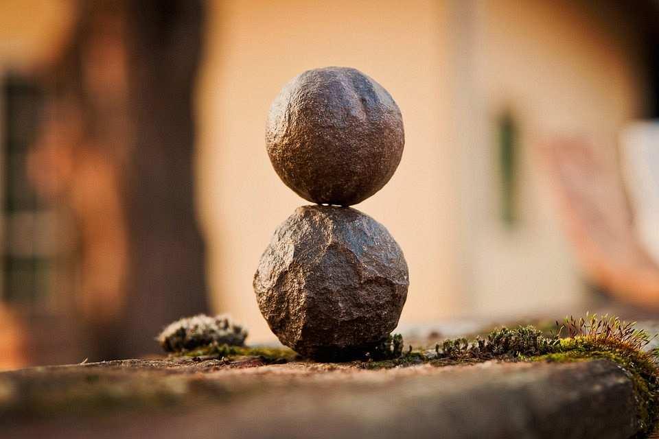 uyum, denge ifade eden iki taş