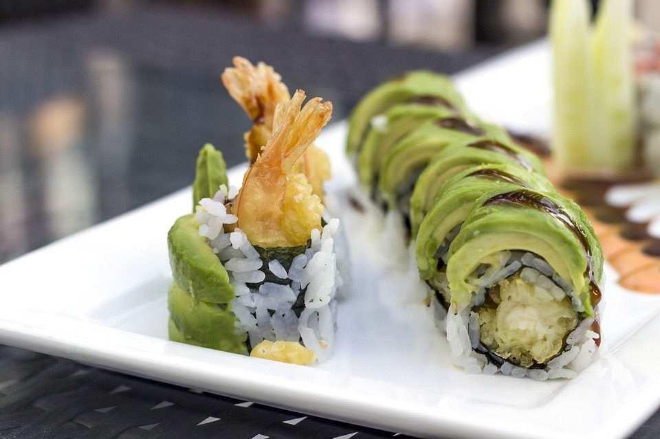 avokadolu sushi