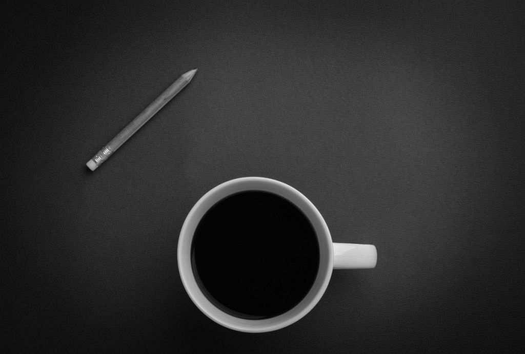 filtre kahve ve kalem