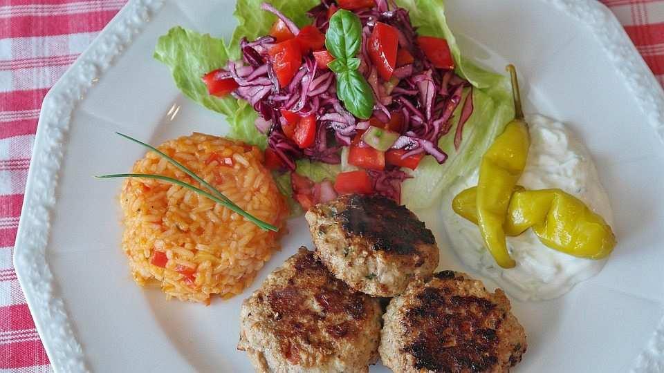 köfte servis pilav salata