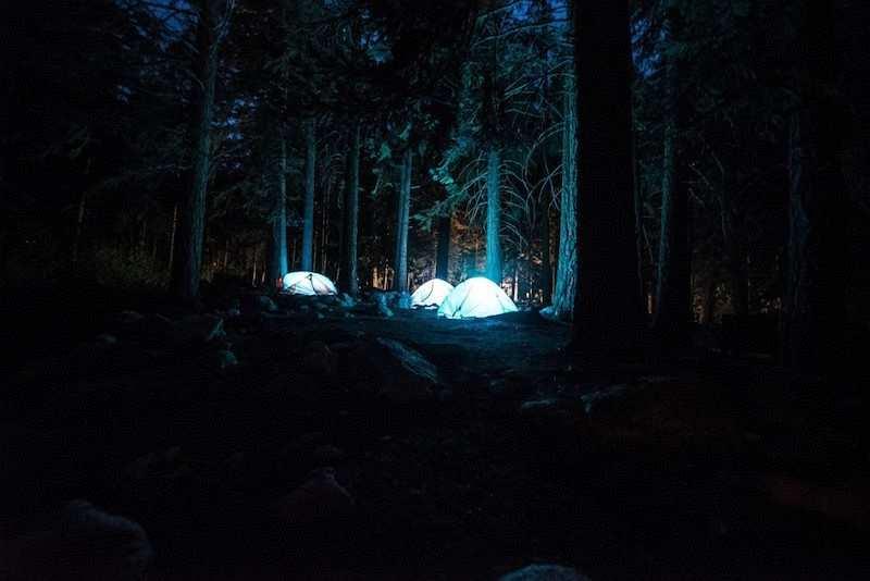 kış kampı gece çadırlar