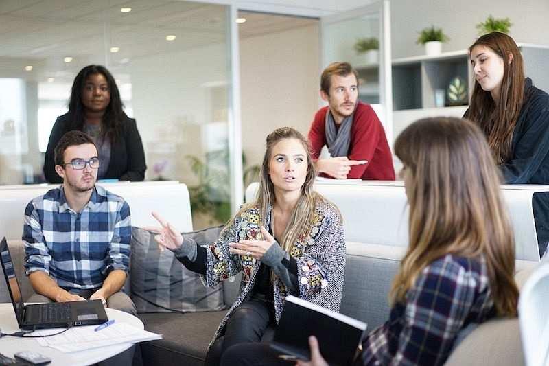 etkili fikirler fikir geliştirmek iş arkadaşları toplantı ofis