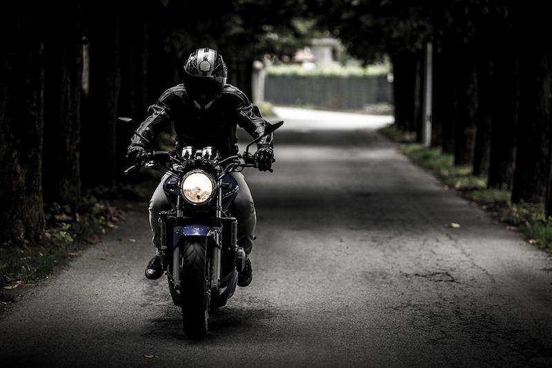 yol motosiklet sürücü