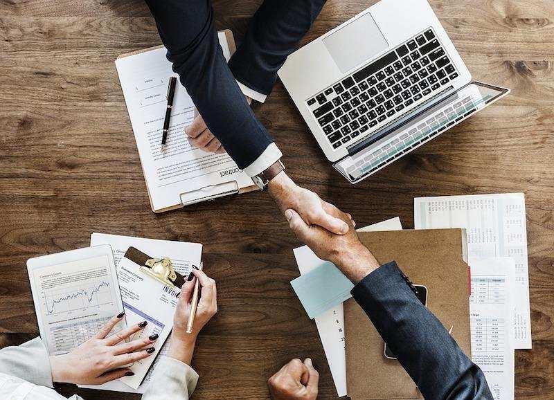iş insan kaynakları anlaşma çalışma masası toplantı