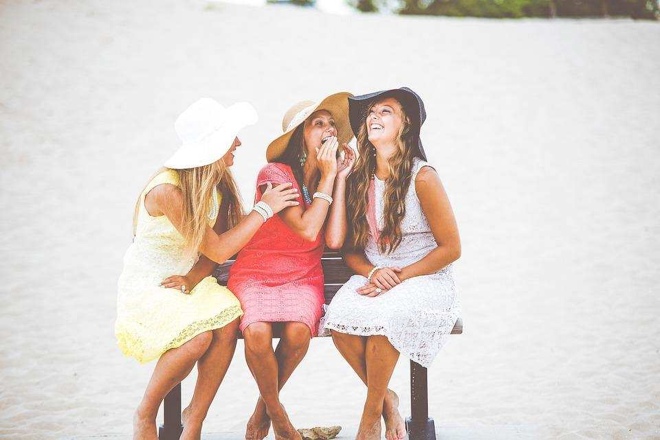 espri yeteneği sahil kız arkadaşlar