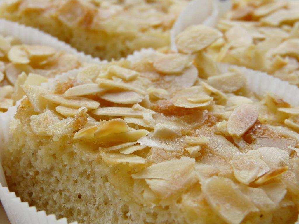 10 dakikada yapabileceğiniz 10 tatlı ballı bademli kek