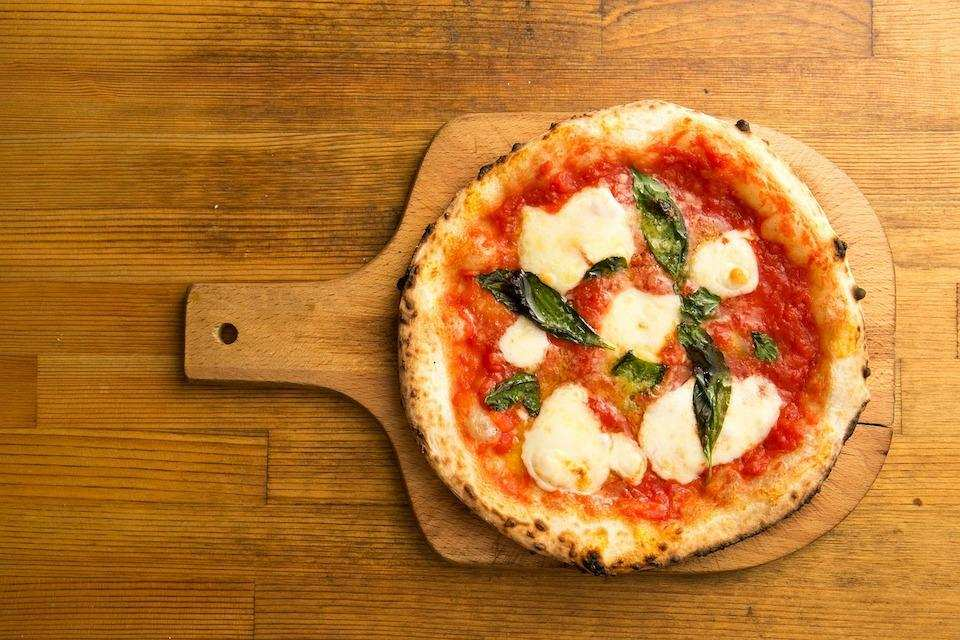 10 dakikada yapabileceğiniz 10 yemek pizza