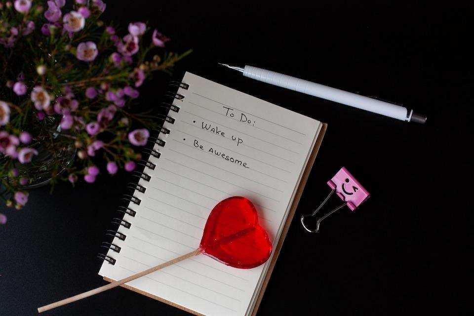 yapılacaklar listesi hazırlamanın doğru yolu lolipop defter kalem çiçek