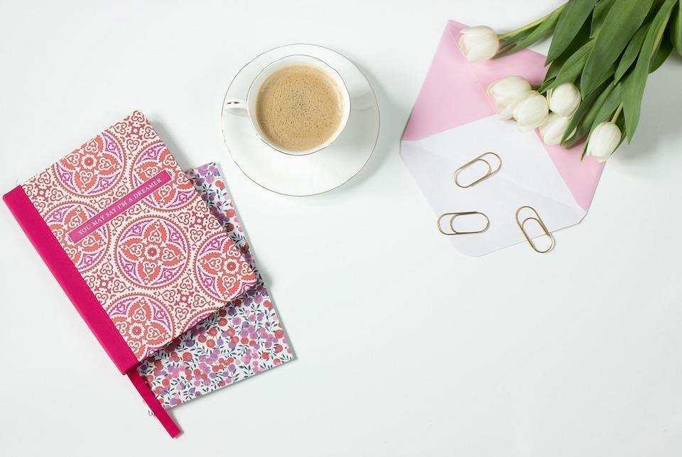 yapılacaklar listesi hazırlamanın doğru yolu kahve not defteri kalem ataç