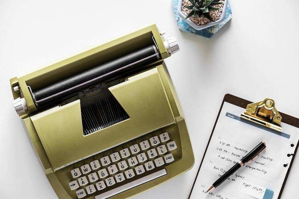 yapılacaklar listesi hazırlamanın doğru yolu yeşil daktilo not kağıdı kalem